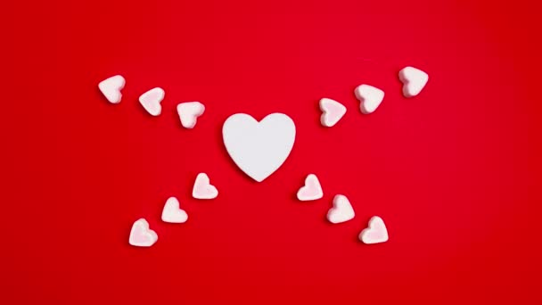 Zastavte animaci pulzujícího srdce na červeném pozadí. Pojem láska a manželství
