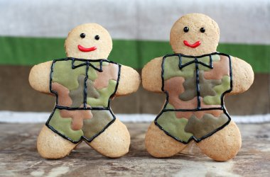 Homemade Gingerbread men in protective khaki uniforms on Defende