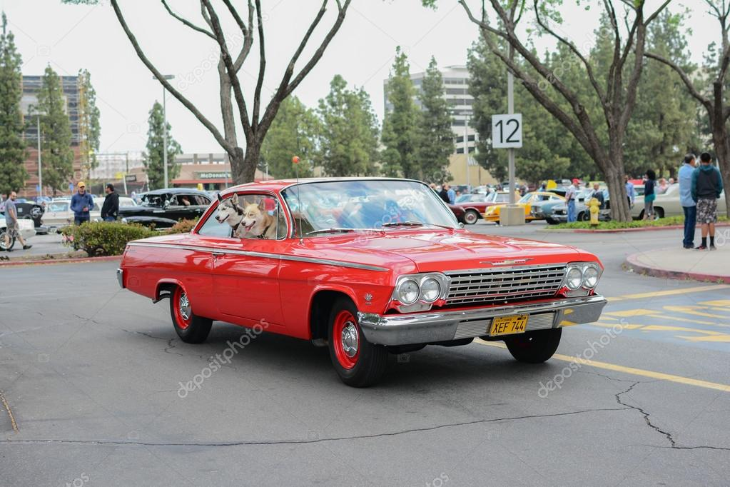 Woodland Hills, CA   Abril 5, 2015: Chevrolet Impala SS 409 Classic Car On  Display At The Supercar Sunday Pre 1973 Muscle Car Event.