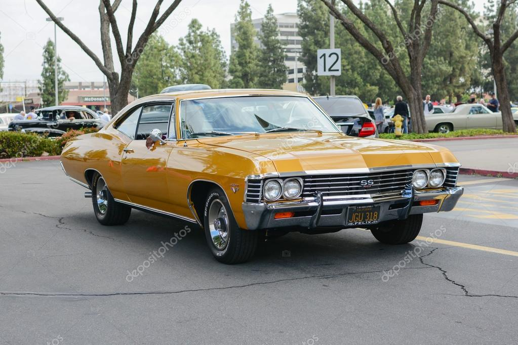 Woodland Hills, CA   Abril 5, 2015: Chevrolet Impala SS 427 Classic Car On  Display At The Supercar Sunday Pre 1973 Muscle Car Event.