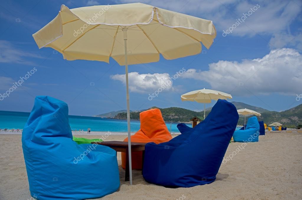conforto na praia — Fotografias de Stock © ggaallaa  95257804 eddeb39145