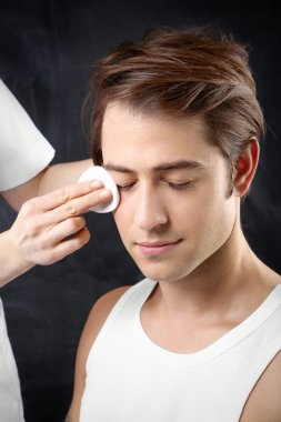 Men's grooming, skin cleansing facial
