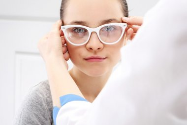 Ophthalmologist, a child on the study eye.