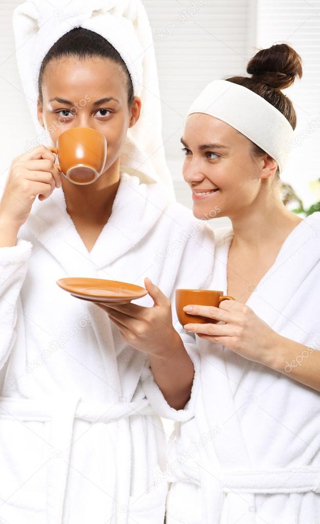 Coffee relaxation and beauty woman in a beauty salon — Stock