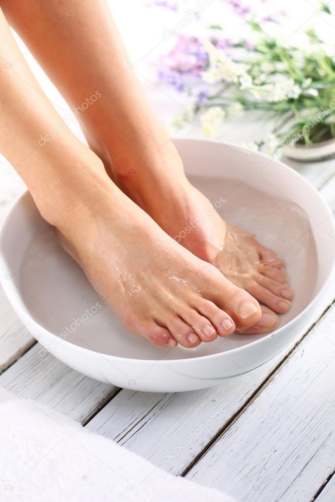 Bagno terapeutico del piede — Foto Stock © robertprzybysz #68262629