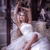 Fényképek gyönyörű menyasszony, fehér ruhában