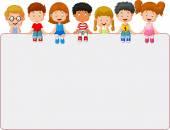 Fotografie šťastný usmívající se skupina dětí, zobrazeno prázdné cedulky desky
