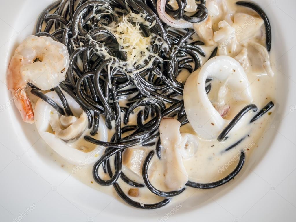Fotos De Stock Chat9780: Espaguete Carbonara De Marisco Com Tinta
