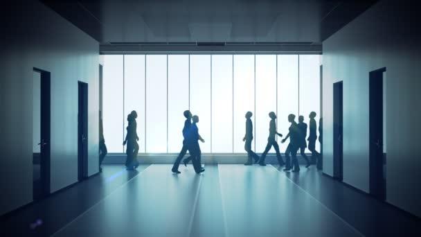 lidí, kteří jdou v světlé prostorné hale