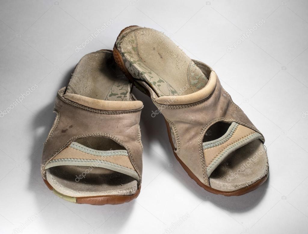 Stock Viejos De Zapatos Mujer — Fotos Favoritas SuciosSandalias yvOm80wnN