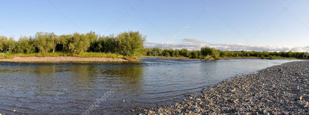 北極ウラル川を一望できる景観 —...