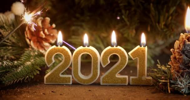 Szilveszteri számok 2021 karácsonyfa és koszorú.