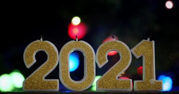Šťastný Nový rok2021. Na černém pozadí.