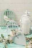 Fotografia rami di albero, cuore e uccello decorativo
