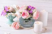 Rosen, Jasmin und Klematisblüten