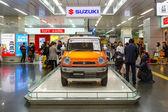 Suzuki Hustler zobrazena ve stanici Shin Osaka