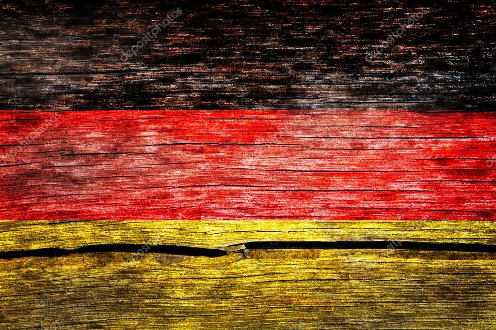 Almanya Bayrağı Eski Kırık Tahtaya Yıpranmış Boya Ile Boyanmış