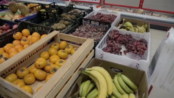 ukládat ovoce citrony banány jablka pomeranče pomelo