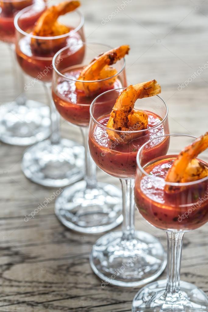 Garnelen-Cocktail in Garnelen sauce — Stockfoto © alex9500 #115312298