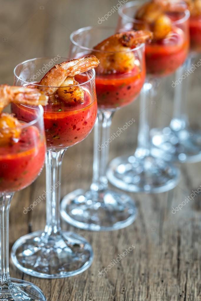 Garnelen-Cocktail in Garnelen sauce — Stockfoto © alex9500 #115312332