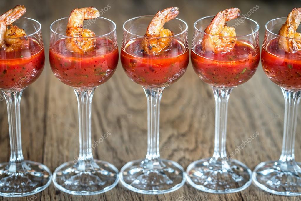 Garnelen-Cocktail in Garnelen sauce — Stockfoto © alex9500 #115312352