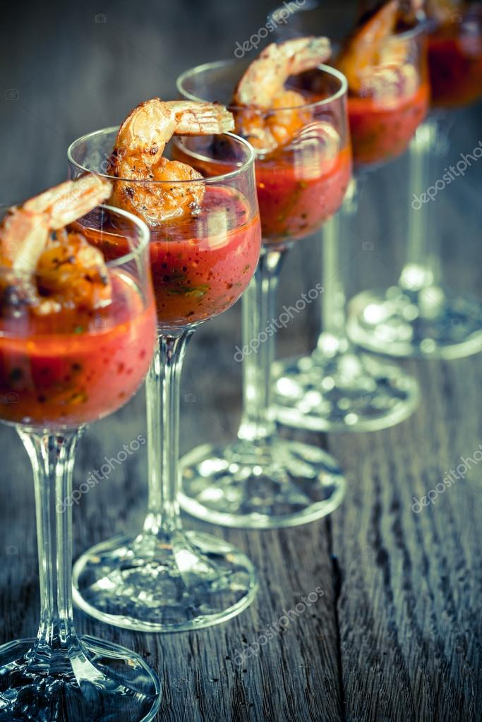 Garnelen-Cocktail in Garnelen sauce — Stockfoto © alex9500 #115312366
