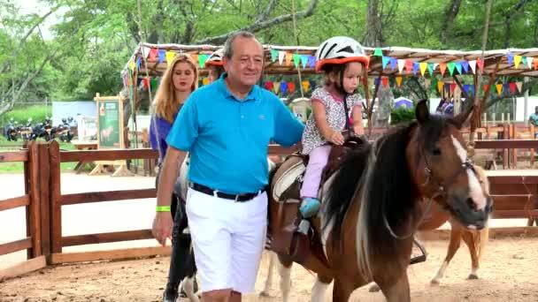 16 listopadu 2015 - Cali, Kolumbie - Editorial dětí na Pony Ride