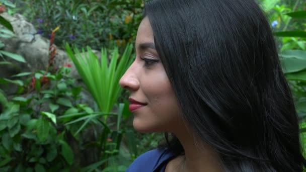 šťastná žena hispánský