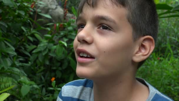 Teen Boy, poslech a mluvení