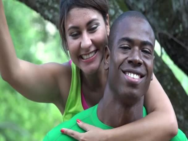 šťastný muž a žena