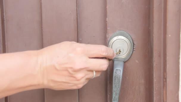 Odemknutí dveří a otevírací dveře