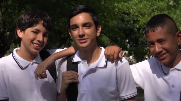 Dospívající chlapci dospívající studenty