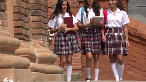 Colegiala de la secundaria saliendo del metro indios verdes - 3 7