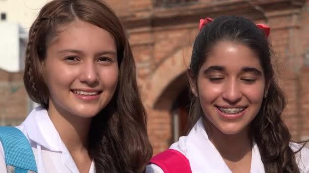 Teen dívky s úsměvem Teens