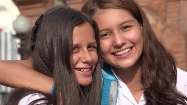 Teen dívka přátelé s úsměvem