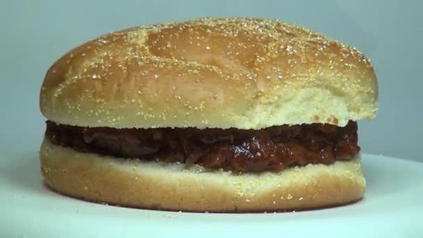 vytáhl vepřové sendvič, oběd, nezdravé jídlo, fast food