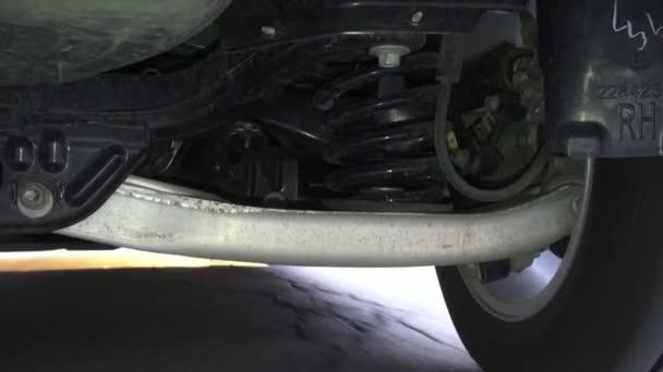 Odpružení auta, kola, vzpěry, auto díly