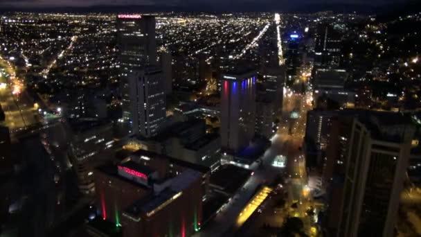 város: éjszaka, városi, utca-és városrészlet