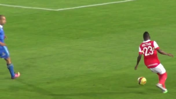 Március 14 2014 - Bogota, Kolumbia - futballista, csöpögő, és elveszíti a labdát