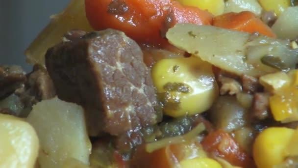 Guláš, polévky, jídla, zelenina