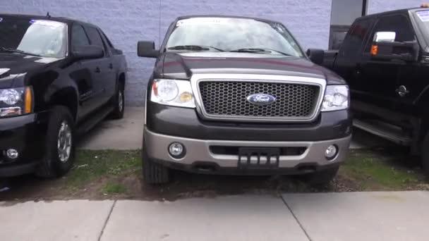 Pickup teherautók, márkakereskedés, új és használt eladó