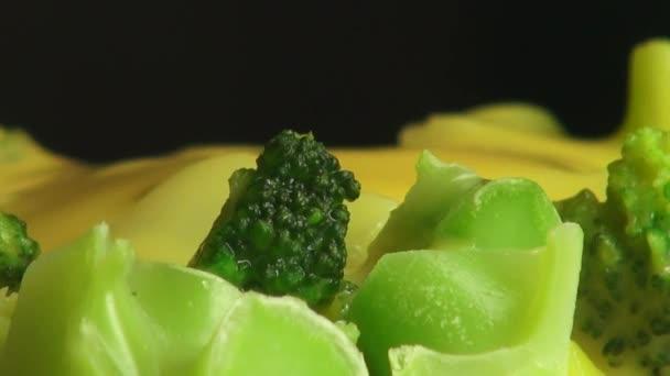 brokkoli sajtmártással, zöldség