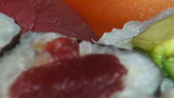 Suši, sašimi, japonské potraviny, kuchyně, gurmán