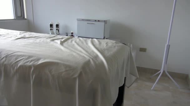 Massage Table, Spa, Masseuse