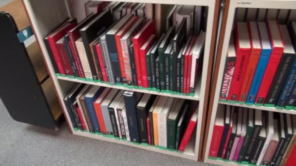 Knihy, regál, čtení, učení, vzdělání