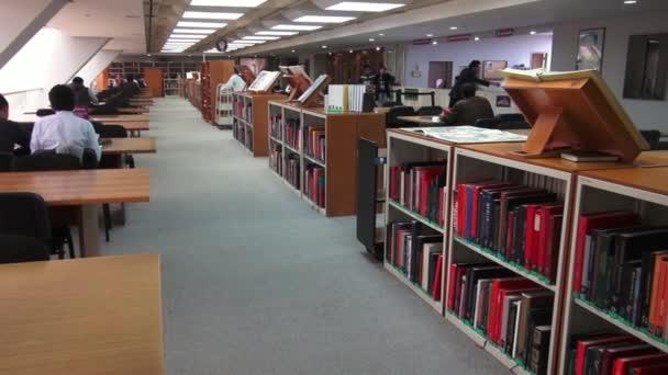 Knihovny, knihkupectví, knihy, studovna