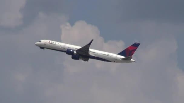 27. července 2013 - Orlando, Florida - cestující Jet na obloze