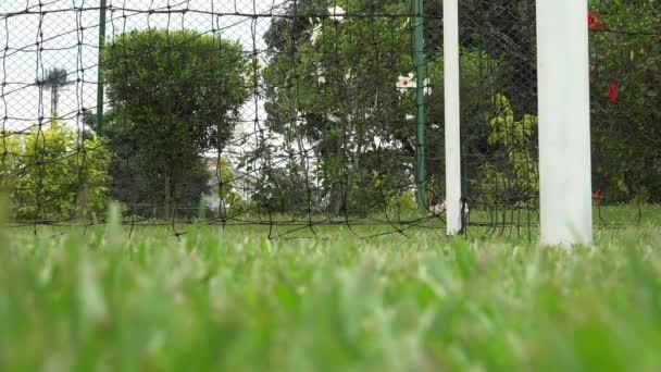 Fotbalový hráč cvičí cíle