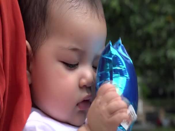 A léggömb, Babajátékok, újszülött baba