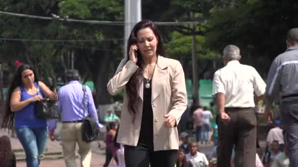 27. März 2015 - Cali, Kolumbien - Frau auf Handy